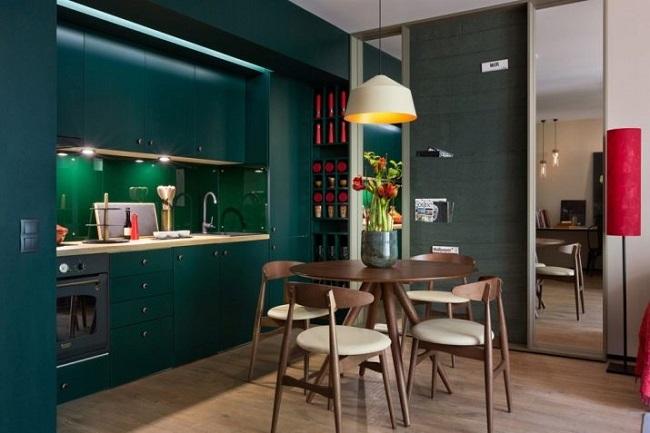Современная кухня изумрудного цвета