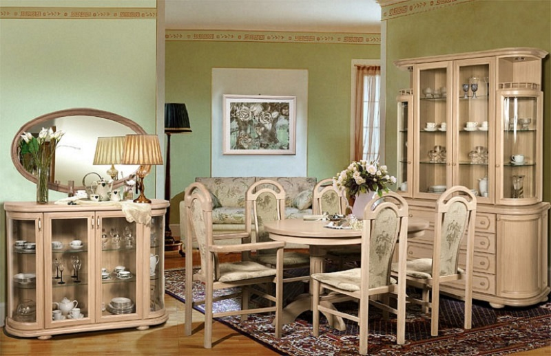 Белая элитная гостиная из массива дерева