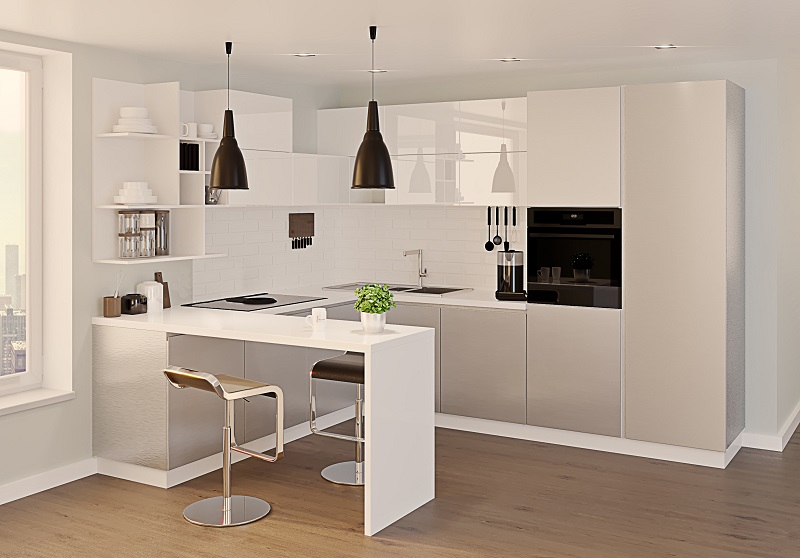 Белая кухня с барной стойкой