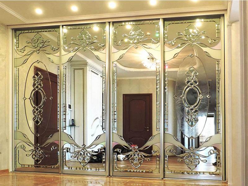 Шкаф зеркальный с фьзингами