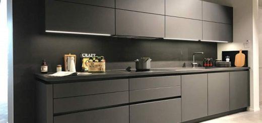 Серая матовая кухня минимализм, без ручек