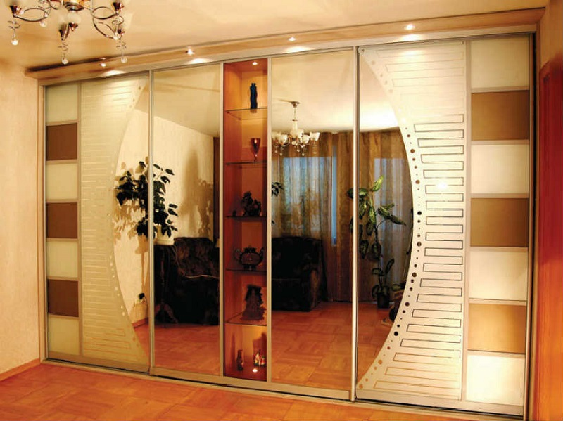Зеркальный шкаф с подсветкой для прихожей