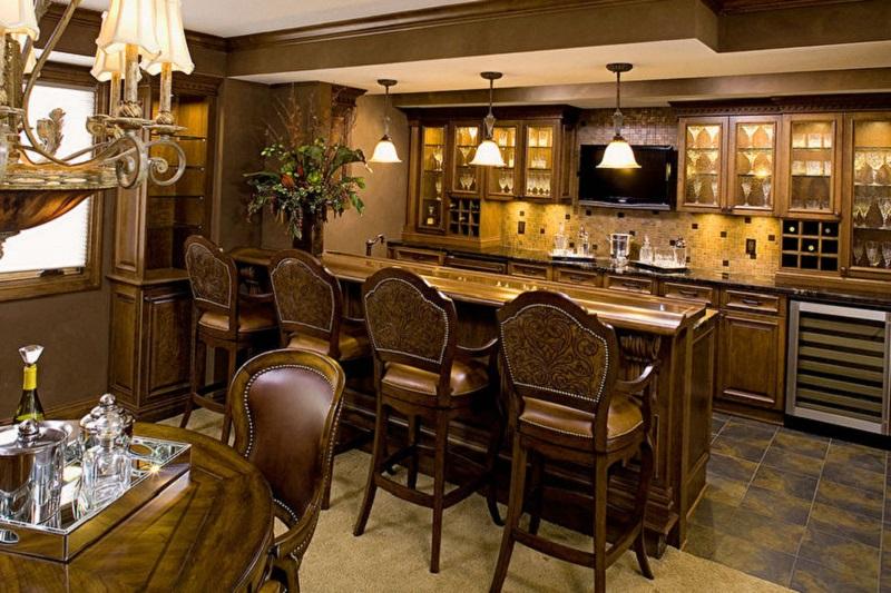 Элитная кухня в классическом стиле с барной стойкой