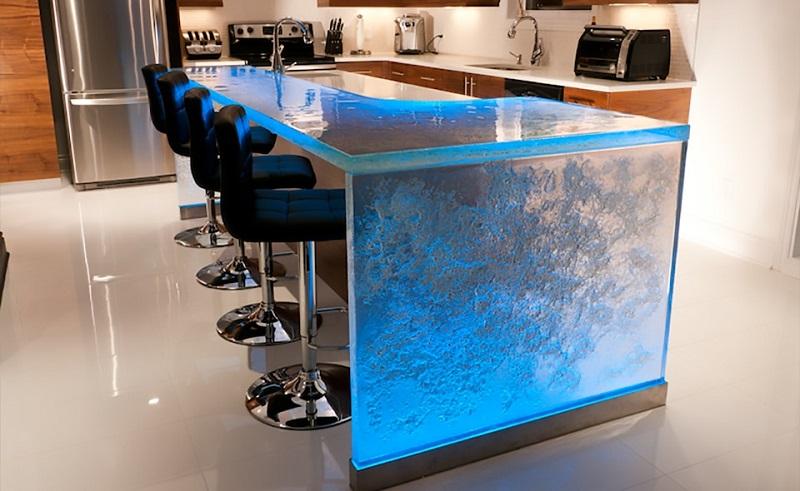 Кухня с барной стойкой из стекла