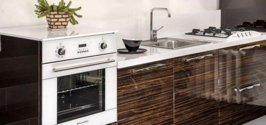 Кухня со встроенной духовкой