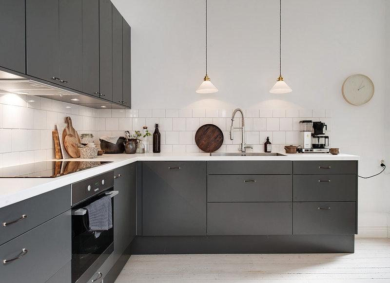 Современная серая матовая кухня