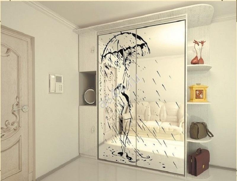 Шкаф зеркальный с пескоструйным рисунком для прихожей