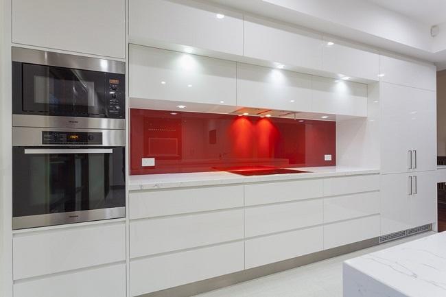Кухня минимализм белого цвета