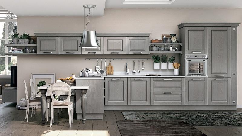Светло-серая классическая кухня