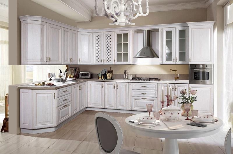 Белая классическая кухня из мдф с патиной