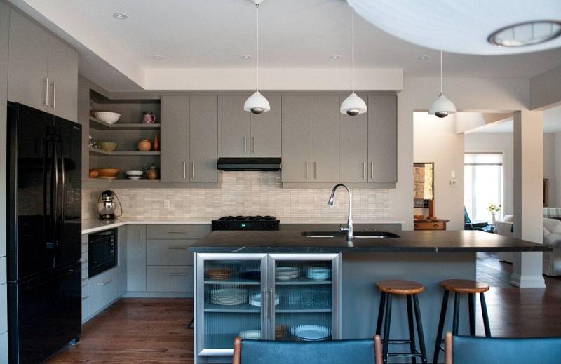 Светло-серая кухня в современном стиле